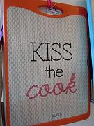 Produktbild: ELISS - TAGLIERE PP KISS THE COOK ROSSO 35X25 CM